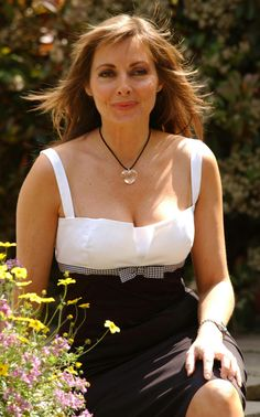 Carol Vorderman Pictures Collection Vol 1 DVD (Photo/Images Disc) Carol Vordeman, Beautiful Old Woman, Photo Images, Tv Presenters, Sexy Older Women, Voluptuous Women, Beauty Full Girl, Thing 1, Sexy Outfits