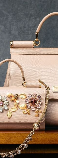 Buy online women fashion wallets & latest hand bags in USA at fashion cornerstone. Find the wide range latest fancy purse, money pocket, shopping bags & more. Beautiful Handbags, Beautiful Bags, Handbag Accessories, Fashion Accessories, Cute Bags, Luxury Bags, Purses And Handbags, Handbags Online, Leather Handbags