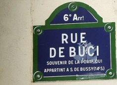 Rue de Buci - Paris 6e Cette voie fut ouverte au 13ème siècle. Elle prit le nom de Buci dès 1352 en l'honneur de Simon de Buci (mort en 1370), premier Président au Parlement de Paris en 1341, qui acheta en 1350 la porte Saint-Germain sur laquelle donnait cette rue.