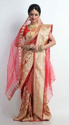 Beautiful Red and Gold Banarasi Silk Bengali Saree Bengali Saree, Bengali Bride, Bengali Wedding, Indian Silk Sarees, Banarasi Sarees, Sabyasachi, Saree Wedding, Hindu Bride, Wedding Hair