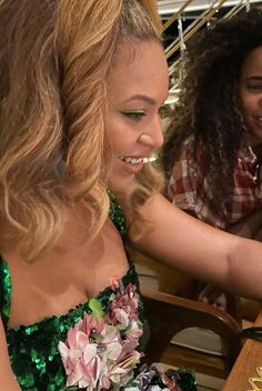 None, Beyonce Knowles Carter, Online Photo Gallery, Kelly Rowland, Blonde Wig, Queen B, Personal Photo, Photo Galleries