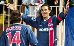 Ronaldinho Gaúcho gol com a camisa do Paris Saint-Germain
