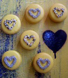 macarons avec coeurs / Sprinkled heart macarons