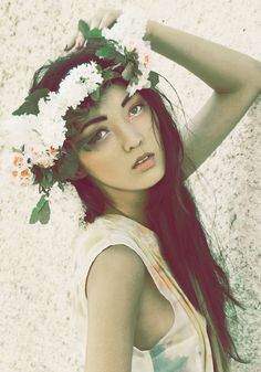 Annalaura Masciave photography - beautiful girl with flower garland