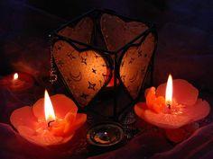 Фонарь и свечи.