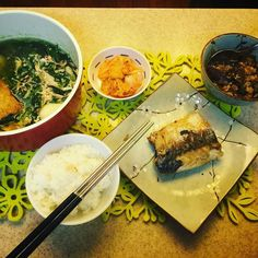 午餐ㄧ個人也要認真煮飯薄鹽鯖魚/茄子肉醬/超好吃泡菜/大鍋波菜蛋花湯