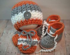 Crochet Baby Boy Hat Shoes Mittens in Gray and Orange Crochet Baby Boy Hat, Baby Girl Hats, Crochet For Boys, Crochet Baby Booties, Baby Knitting, Baby Girl Sweaters, Crochet Shoes, Baby Sewing, Crochet Crafts