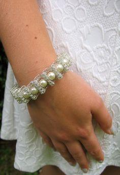 Items op Etsy die op Bruiloft armband bruids armband huwelijksjuwelen draad haak handgemaakte armband Wedding Fashion sieraden Zilveren armband parel armband lijken