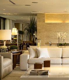 Um living contemporâneo cheio de classe e muito estilo. Adorei o painel de mármore retroiluminado.