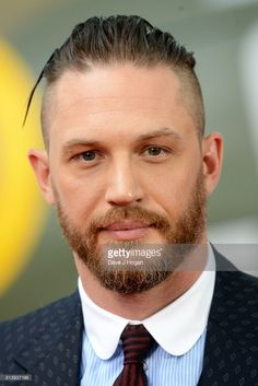Tom Hardy at the 'Dunkirk' World Premiere at Odeon Leicester Square on July 2017 in London, England Man Haircut 2017, Beard Haircut, Mens Fade Cuts, Tom Hardy Bart, Tom Hardy Dunkirk, Hair And Beard Styles, Hair Styles, Moda Men, Slicked Back Hair