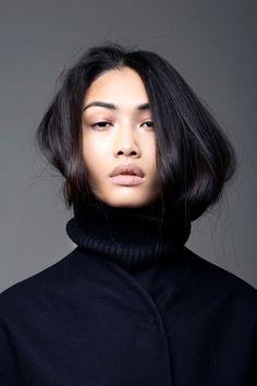 Currently crushing on model Yulia Saparniiazova. Talk about the perfect turtleneck hair-tuck!