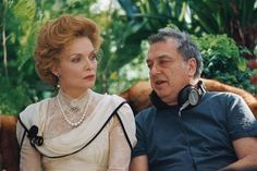 Still of Michelle Pfeiffer and Stephen Frears in Chéri