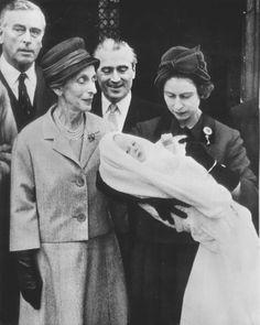Louis Mountbatten, Earl Mountbatten of Burma, his sister Queen Louise of Sweden, Queen Elizabeth II with Louis granddaughter