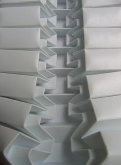 polyscene-zipper-folding by Polly Verity who uses predominantly polypropylene to create these intricate pleatings. Higher Design, Shape Design, Pattern Design, Origami Paper Art, Paper Crafts, Origami Lights, Paper Structure, Parametric Design, Paper Folding
