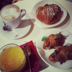Proviamo una nuova pasticceria. #breakfast  (at Pasticceria Roberto)