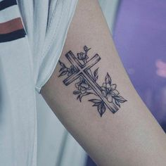 Bellablog.com/127 of the best cross tattoos