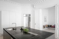 Stylish home with an amazing living kitchen - via Coco Lapine Design blog