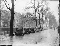 December 7,1946. Parked cars on the Keizersgracht in Amsterdam. Photo Ben van Meerendonk / AHF, collectie IISG, Amsterdam #amsterdam #1946 #Keizersgracht