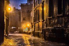 Carlo Marino - Viterbo sotto la pioggia