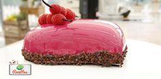 GLACAGE EFFET MIROIR ROSE (75 g d' eau minérale, 11 g de gélatine, 150 g de sucre, 150 g de glucose, 150 g de chocolat blanc ivoire, 100 g de lait concentré sucré, 5 g de colorants poudre rose framboise, 2 g de colorant blanc en poudre) - Napper quand le glaçage atteint 35°