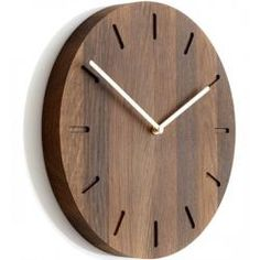 Watch:out er et minimalistisk vægur med messing visere. Wall Clock Wooden, Wood Clocks, Wood Wall, Clock Wall, Diy Clock, Clock Decor, Clock Ideas, Interior Paint Colors For Living Room, Wall Watch