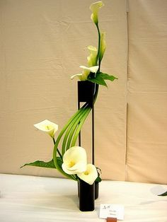 Ikebana: The Beautiful Simplicity of Japanese Flower Arranging #Florals #Floral Design #Flower Arrangements