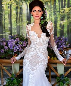 How gorgeous is this #GardenOfEden @wedluxe photo shoot ?  Creative/Production: @24carateventsinc Photography:@storeywilkins