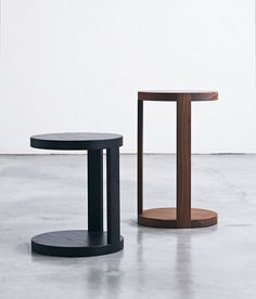 Time & Style Fragile Table - The side table is made by setting a solid circular wood top in a frame cut into a circle, which is supported by two pillars fixed on one side of the table. Metal Furniture, Table Furniture, Modern Furniture, Furniture Design, Coffe Table, Coffee Table Design, A Table, Corner Table Designs, Small Tables