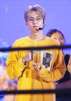 Admiring the perfection that is Kim Minseok Kyungsoo, Chanyeol, Kim Minseok Exo, Exo Kokobop, Exo Concert, Xiuchen, Kim Min Seok, My Buddy, Chinese Boy