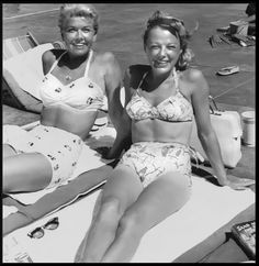 Doris Day and June Allyson. They look very Hot and Fried in their Swimsuits 1955 Old Hollywood Glamour, Golden Age Of Hollywood, Vintage Hollywood, Hollywood Stars, Classic Hollywood, Classic Movie Stars, Classic Films, Doris Day Movies, Vintage Swimsuits