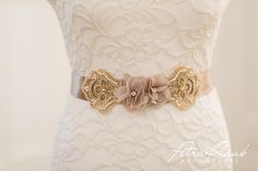Brautgürtel - Brautgürtel/ Gürtel für die Braut beige - ein Designerstück von Perle-Wismer bei DaWanda