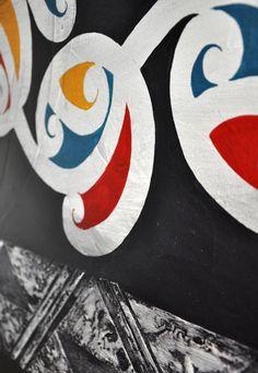 Love the different use of colour Chermene Castle Kura Gallery Maori Art Design New Zealand Painting Maori Patterns, Flax Weaving, Maori People, Maori Designs, Nz Art, Maori Art, Kiwiana, Class Projects, Painted Rocks