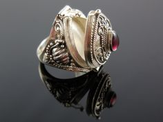 Made with garnet cabochon gemstone and sterling silver wire and metal. Size 6.5
