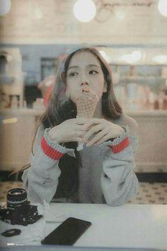 Blackpink Jisoo, Yg Entertainment, Manga K, South Korean Girls, Korean Girl Groups, Fotos Wallpaper, Lisa Park, Mode Kpop, Blackpink Members