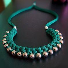 Плетенное ожерелье