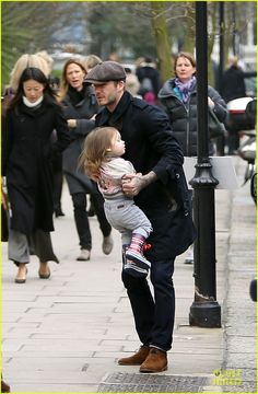 David Beckham: H&M Store Signing in Berlin!: Photo David Beckham dons a stylish trench coat while running errands with his cutie pie daughter Harper on Monday (March in London, England. David Beckham Family, David Beckham Style, Victoria Beckham Style, David Harper, Berlin, Bend It Like Beckham, Daddy Daughter, Another Man, Spice Girls