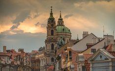 Nachází se v Praze na Malostranském náměstí. Tento chrám je považován za umělecky nejvýznamnější barokní stavbu Prahy. Výstavbu nového chrámu umožnil především velký dar, který 1654 poskytl Václav Libštejnský z Kolovrat. Samotný kostel byl postaven ve dvou etapách v průběhu 18. století. St Nicholas Church, Saint Nicholas, Prague, Chapelle, Close Image, San Francisco Ferry, Notre Dame, Saints, Arrow Keys