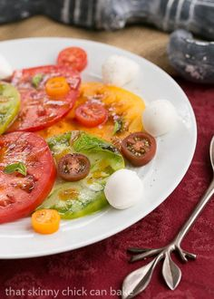 This simple Salade de Tomates et Fromage or Tomato Fresh Mozzarella Salad was my contribution to our French themed dinner party. Savory Salads, Easy Salads, Summer Salads, Best Salad Recipes, Salad Dressing Recipes, Healthy Recipes, Mozzarella Salad, Fresh Mozzarella, Suddenly Salad