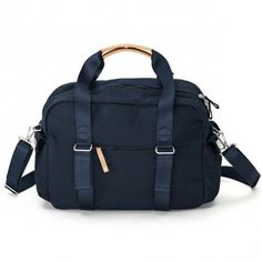 The Weekender is designed to be your faithful buddy in any situation. Whether you take it to the gym, on a weekend trip, to work, or on a flight. The main Classic Looks, Contemporary Design, Messenger Bag, Gym Bag, Weekender, Organic, Navy, Espresso, Compact