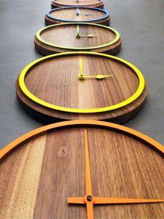 Estilo creativo y combinaría con un estilo rústico también, dependiendo el color y textura de tus muebles.