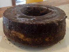 Oi, gente! Tudo bem com vocês?! Hoje de manhã vi uma receita de bolo de cenoura nada low carb no facebook, a receita original vai açúcar, leite condensado e farinha de trigo. Pois bem, me joguei na…