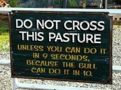funny billboards signs do not cross this pasture unless you can do it in 9 seconds becuase the bull can do it in 10 - From Top 100 Awesome Funny pics, photos and memes. Eiko Ojala, Farm Humor, Funny Farm, Farm Jokes, Funny Quotes, Funny Memes, Gifs Hilarious, It's Funny, Dankest Memes