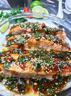 UGNSBAKAD LAX MED ASIATISKA SMAKER   zofias_kok Vegetarian Recipes, Cooking Recipes, Healthy Recipes, Fish Recipes, Asian Recipes, Food Porn, Junk Food, Food Inspiration, Love Food