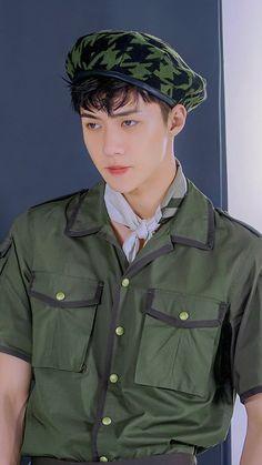 He looks adorable in this attire Park Chanyeol Exo, Kpop Exo, Suho, Exo Ot12, Hunhan, Foto Sehun, Suzy Instagram, Exo Songs, Kim Jong Dae