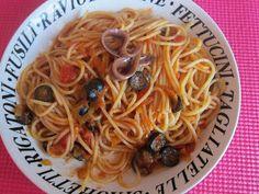 Espaguetis con anchoas y aceitunas negras