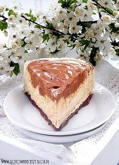 Nie wiem jak u Was, ale u mnie nie ma świąt bez sernika. I choc zwykle jest toklasyczny, pieczony sernik tym razem proponuję Wam sernik na zimno. Mooocno Baking Recipes, Cake Recipes, Dessert Recipes, Desserts, Cheesecakes, Lucky Food, German Baking, Food Cakes, Sweet Cakes