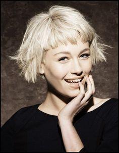 blonde Haare , gestufte Bob Frisur mit greadem Pony (Hair Cuts ...  