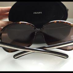 PRADA sunglasses Brown PRADA sunglasses - great conditions- with the case Prada Accessories Sunglasses