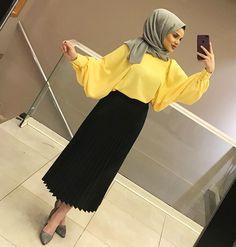EN SEVİLENLER 💛 ETEK 45₺ BLUZ 70₺ Arab Fashion, Islamic Fashion, Muslim Fashion, Modest Fashion, Fashion Dresses, Hijab Style Dress, Hijab Chic, Hijab Outfit, Hijab Fashionista