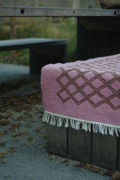 Tapis kilim berbère rose motif losanges - Fait main en laine naturelle